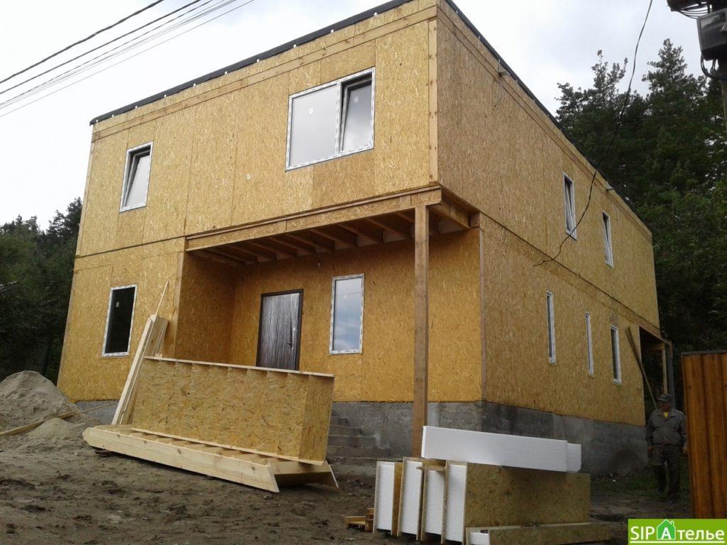 Дом со вторым светом в Вышгородском районе с лестницей из СИП панелей - фото 4