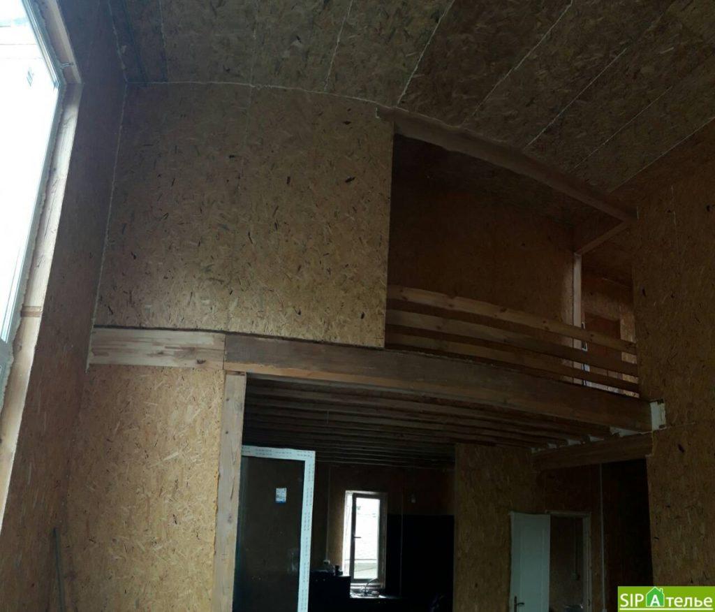 Дом со вторым светом в Вышгородском районе с лестницей из СИП панелей - фото 16