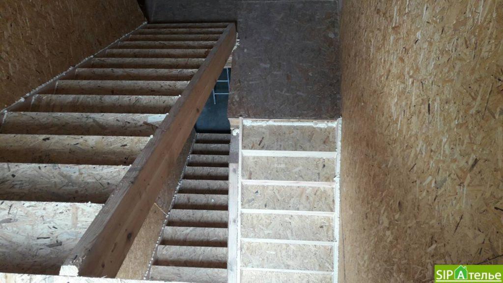 Дом со вторым светом в Вышгородском районе с лестницей из СИП панелей - фото 2