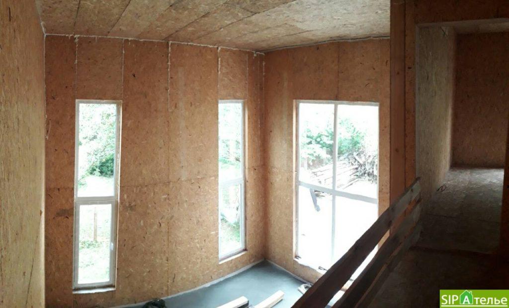 Дом со вторым светом в Вышгородском районе с лестницей из СИП панелей - фото 5