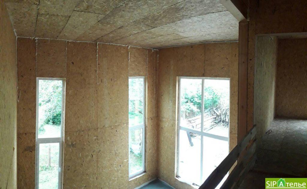 Дом со вторым светом в Вышгородском районе с лестницей из СИП панелей - фото 10