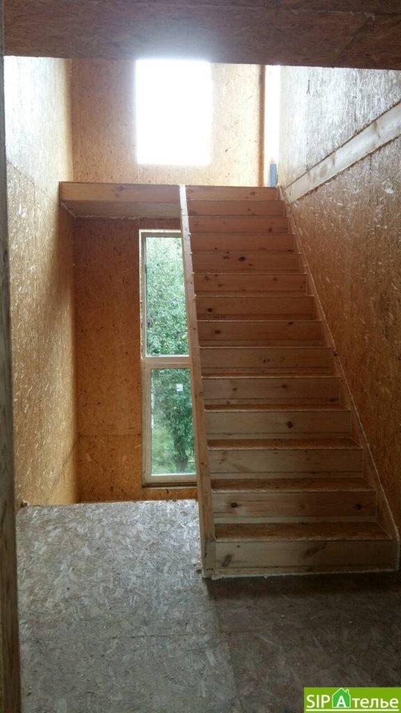 Дом со вторым светом в Вышгородском районе с лестницей из СИП панелей - фото 11