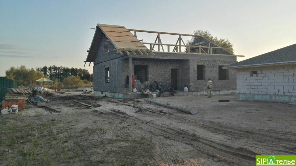 Монтаж крыши из СИП панелей краном - фото 4