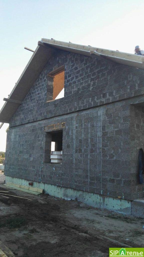 Монтаж крыши из СИП панелей краном - фото 2