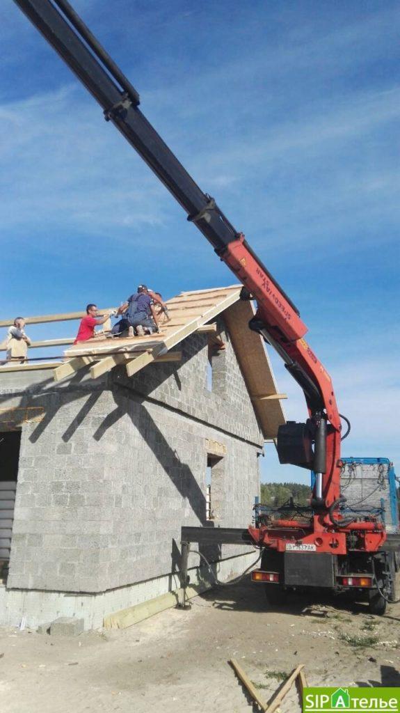Монтаж крыши из СИП панелей краном - фото 8