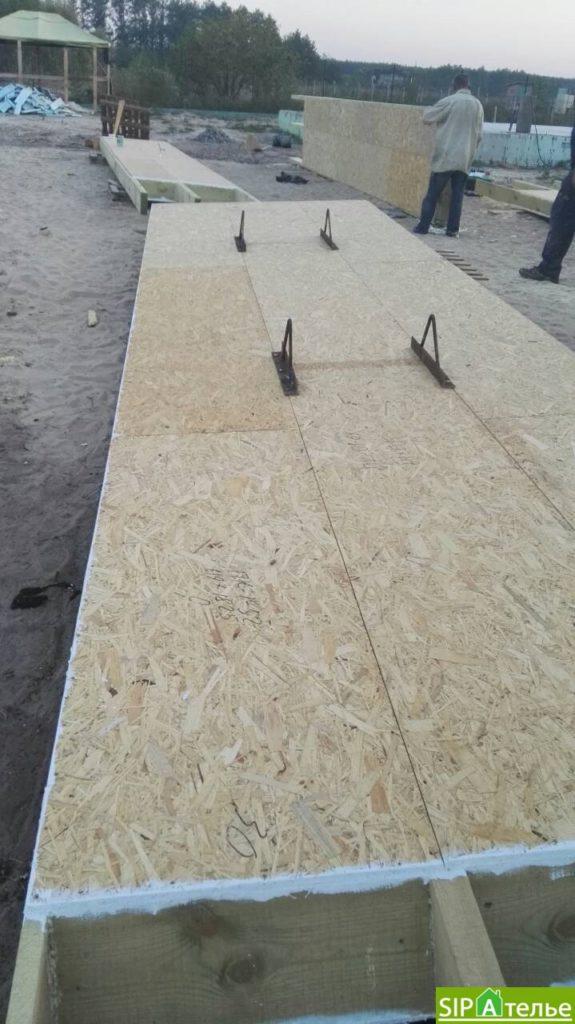 Монтаж крыши из СИП панелей краном - фото 1