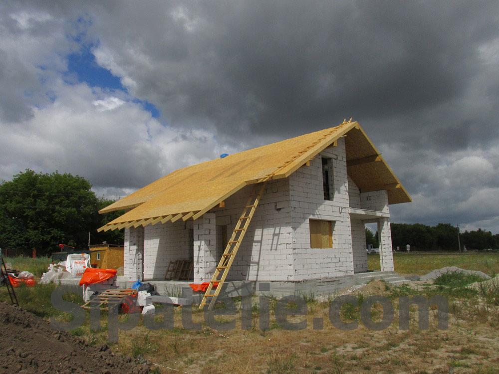 Монтаж крыши из СИП/SIP панелей на доме из газобетона - фото 1
