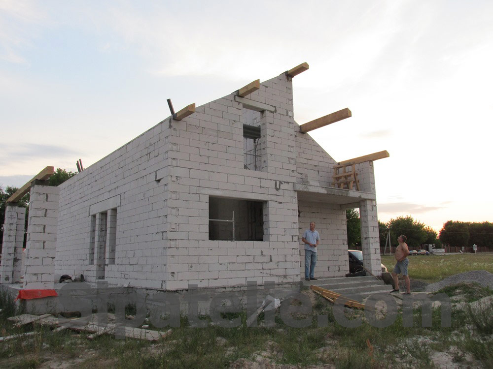Монтаж крыши из СИП/SIP панелей на доме из газобетона - фото 5