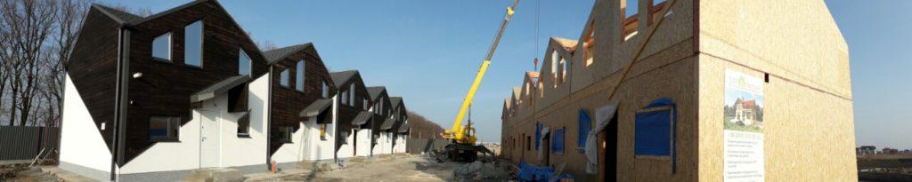 Монтаж панелей крыши при помощи крана на таунхаусы в «Крымском квартале» - фото 5